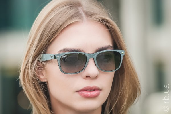 Ray-Ban New Wayfarer Soft Touch RB2132 6241/71 на людях 5