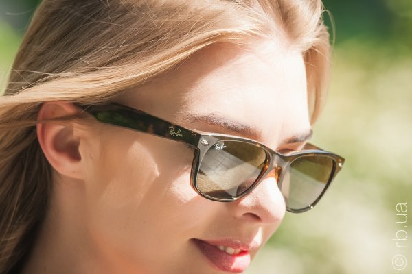 Ray-Ban New Wayfarer RB2132 902 на людях 3