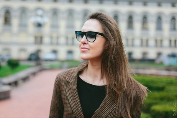 Ray-Ban Original Wayfarer RB2140 1001/3F на людях 1