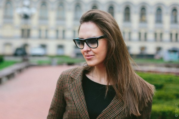 Ray-Ban Original Wayfarer RB2140 1001/3F на людях 2
