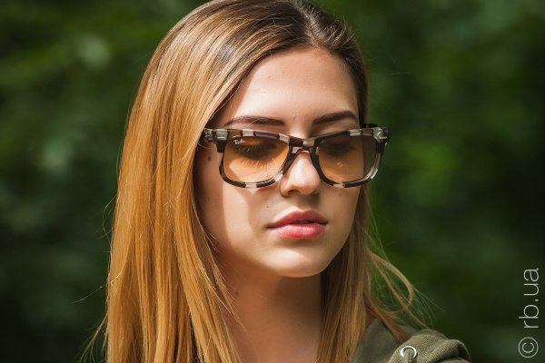Ray-Ban Original Wayfarer Blocks RB2140 1086/51 на людях 6
