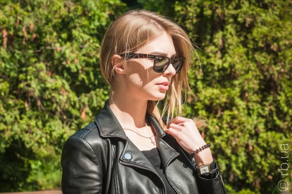 Ray-Ban Original Wayfarer RB2140 902 на людях 4