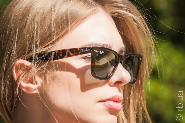Ray-Ban Original Wayfarer RB2140 902 на людях 5