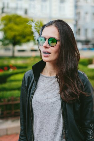 Ray-Ban Round Icons Flash Lenses RB2447 901/4J на людях 1