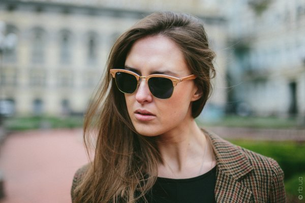 Ray-Ban Clubmaster Wood RB3016M 1180/R5 на людях 1