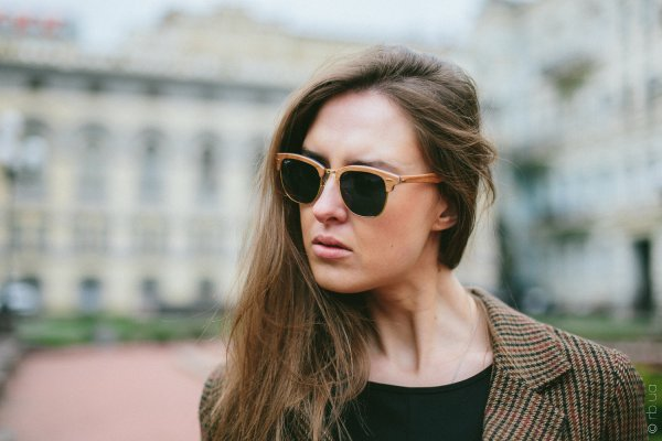 Ray-Ban Clubmaster Wood RB3016M 1180/R5 на людях 2