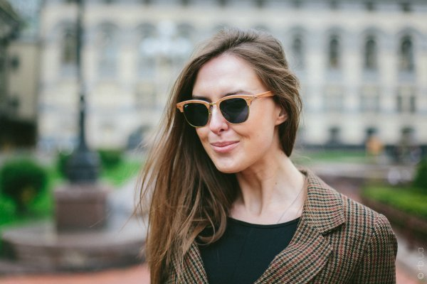 Ray-Ban Clubmaster Wood RB3016M 1180/R5 на людях 3