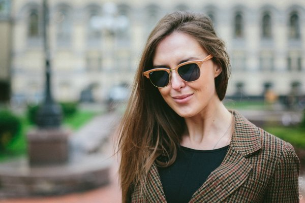Ray-Ban Clubmaster Wood RB3016M 1180/R5 на людях 4