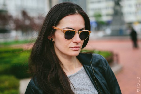 Ray-Ban Clubmaster Wood RB3016M 1180/R5 на людях 5