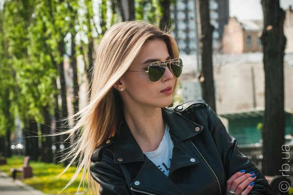 Ray-Ban Aviator Large Metal RB3025 001/M4 на людях 5