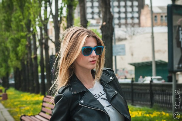 Ray-Ban Liteforce Wayfarer RB4195 6084/8F на людях 7