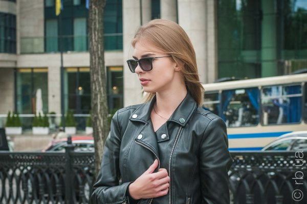 Ray-Ban Youngster Wayfarer RB4221 622/8G на людях 1