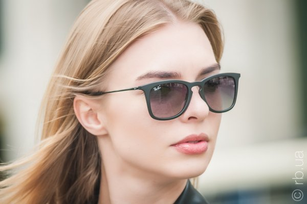 Ray-Ban Youngster Wayfarer RB4221 622/8G на людях 2