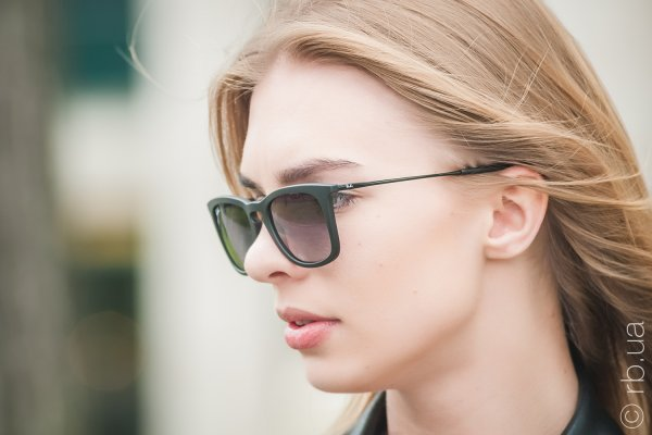 Ray-Ban Youngster Wayfarer RB4221 622/8G на людях 3