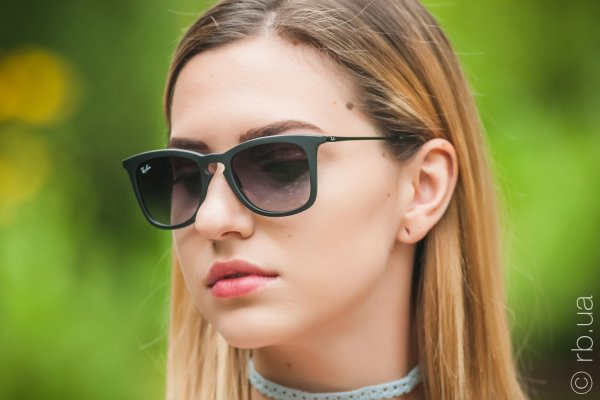 Ray-Ban Youngster Wayfarer RB4221 622/8G на людях 5