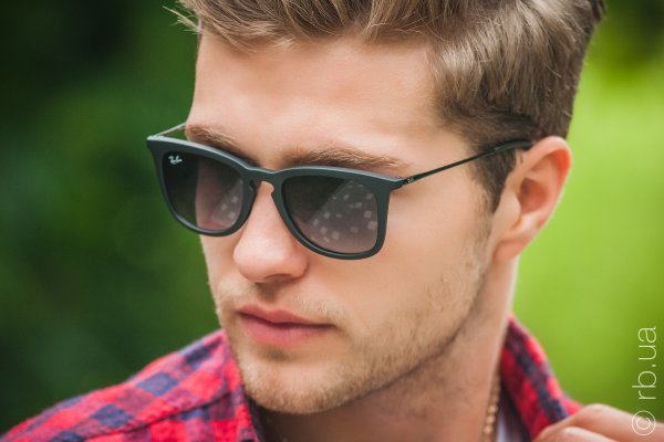 Ray-Ban Youngster Wayfarer RB4221 622/8G на людях 8