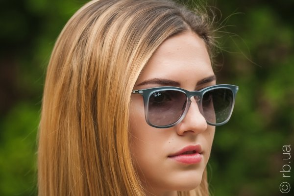 Ray-Ban Youngster Wayfarer RB4221 6226/8G на людях 3