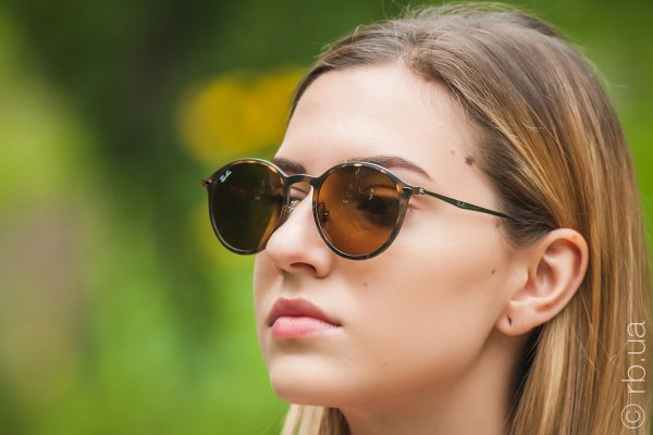 Ray-Ban Round LightRay RB4224 894/73 на людях 5