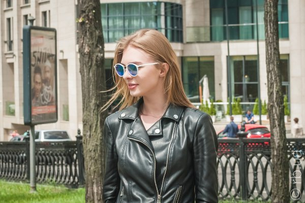 Ray-Ban Round II LightRay RB4242 671/55 на людях 1
