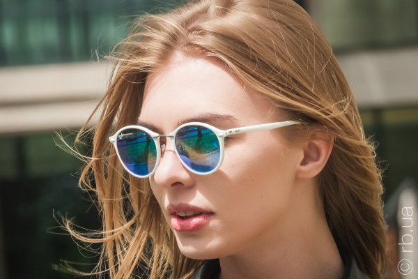 Ray-Ban Round II LightRay RB4242 671/55 на людях 3