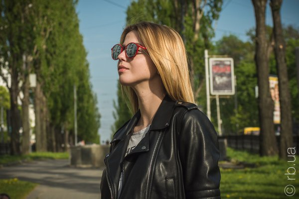 Ray-Ban Round II LightRay RB4242 764/30 на людях 3