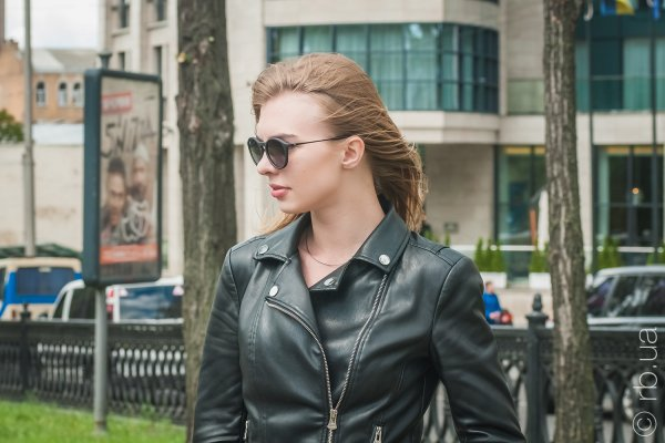 Ray-Ban Youngster Round RB4243 622/8G на людях 1