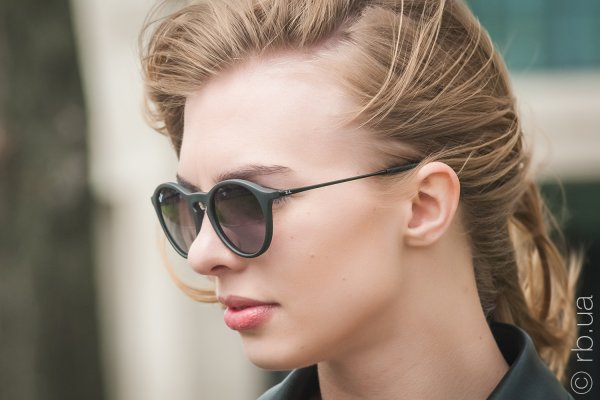 Ray-Ban Youngster Round RB4243 622/8G на людях 2