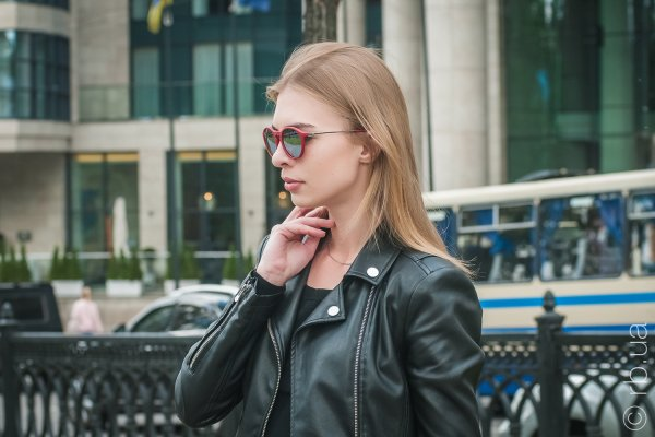 Ray-Ban Youngster Round RB4243 6264/B5 на людях 1