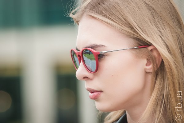 Ray-Ban Youngster Round RB4243 6264/B5 на людях 2