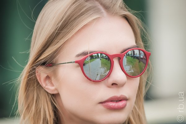 Ray-Ban Youngster Round RB4243 6264/B5 на людях 3